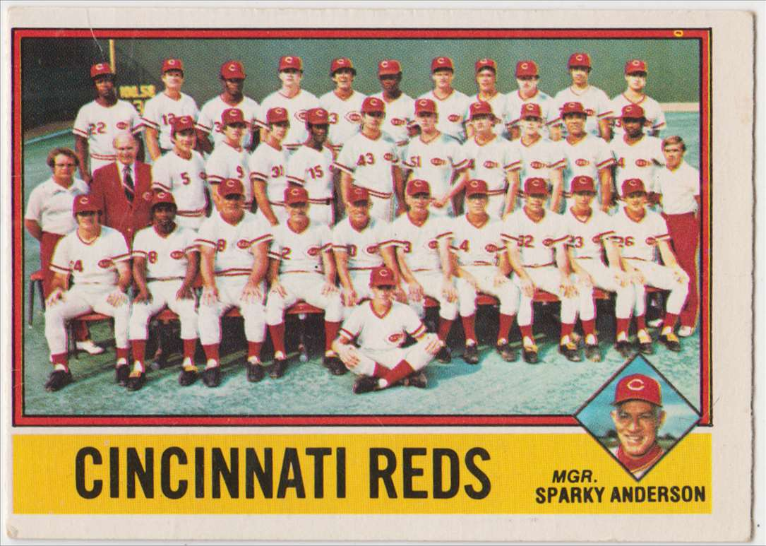 1976 O-Pee-Chee Reds Team #104 card front image