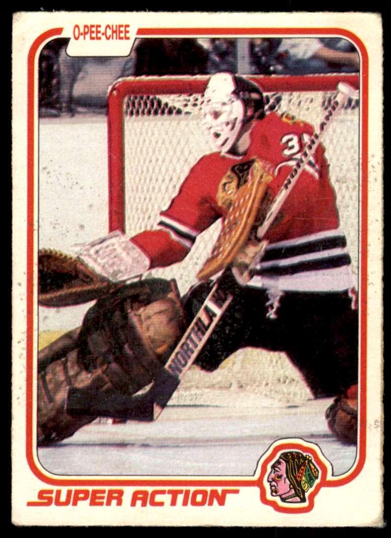 1981-82 OPC Tony Esposito #67 card front image
